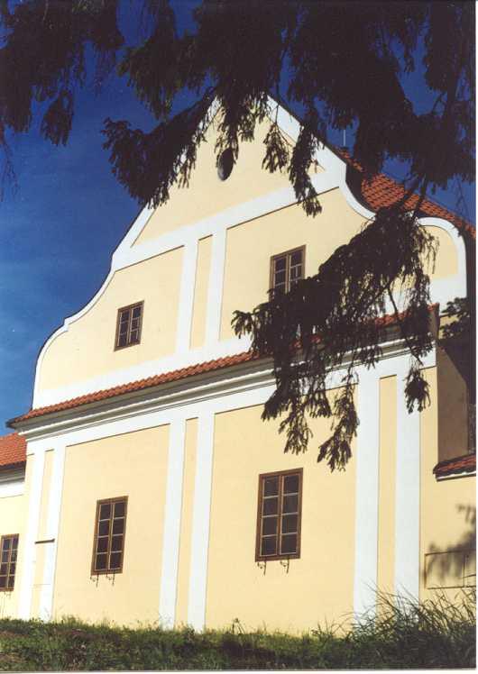 Lichtenštejnský dvůr-štít